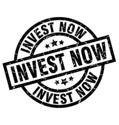 Invest now round grunge black stamp vector