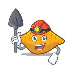 Miner conchiglie pasta mascot cartoon vector