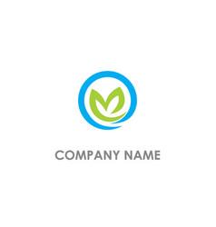 round green leaf organic logo vector image